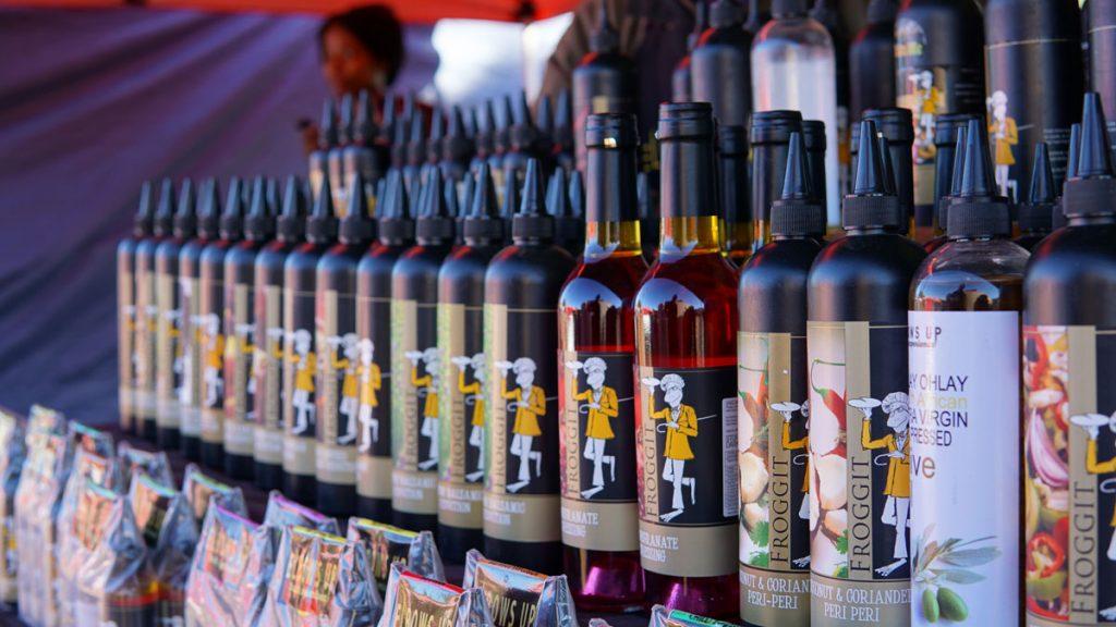 プレトリアのグリーンマーケットで販売されている南アフリカワイン