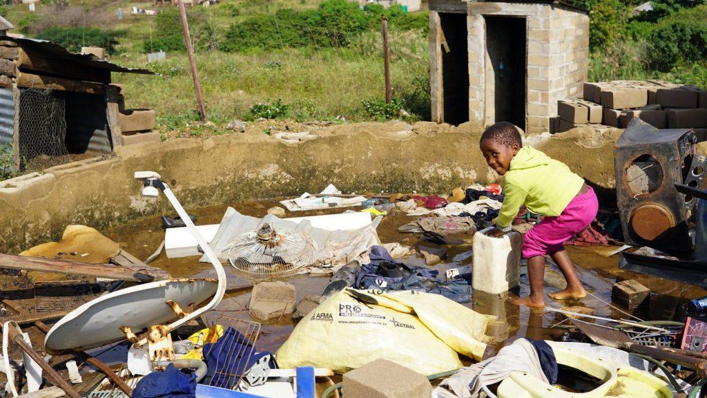 南アフリカの貧困地域の子供