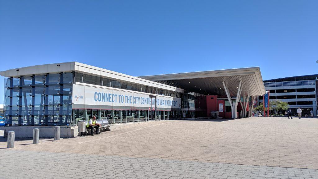 ケープタウン国際空港の前にあるMYCITIバス乗り場