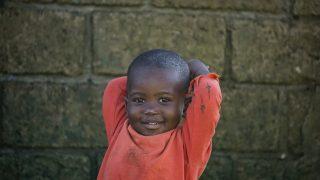 アフリカの田舎の男の子