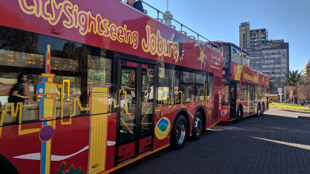 ヨハネスブルグの現地観光ツアーバス