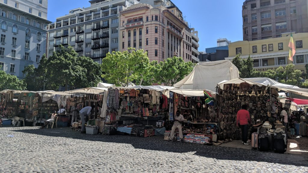 ケープタウンでお土産を購入するならグリーンマーケットスクエア