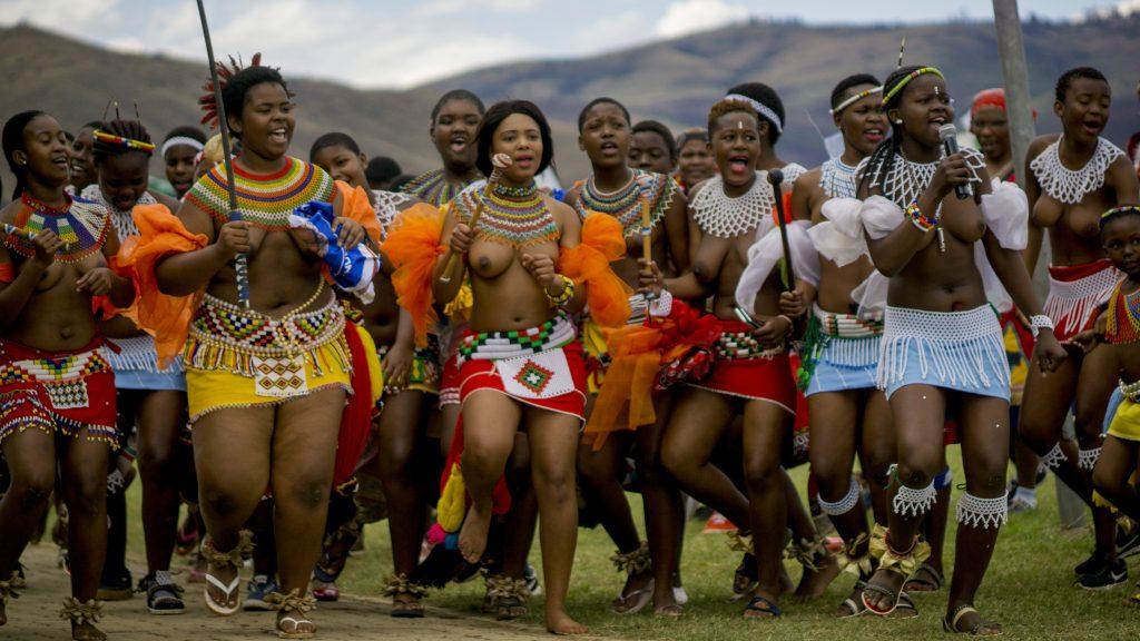 リードダンスを踊るズールー族の少女たち