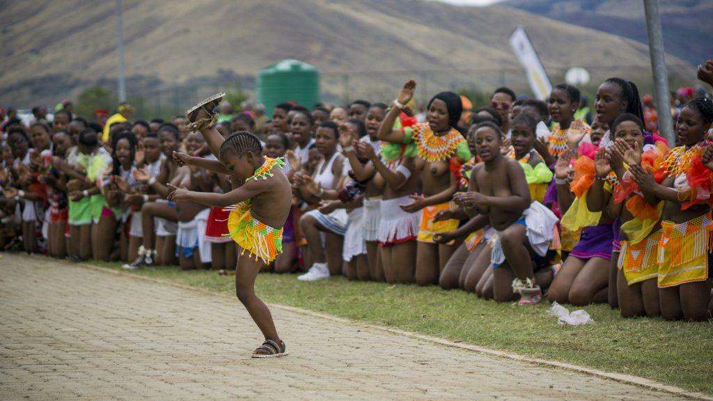 ズールー族のリードダンスでは子供も踊る
