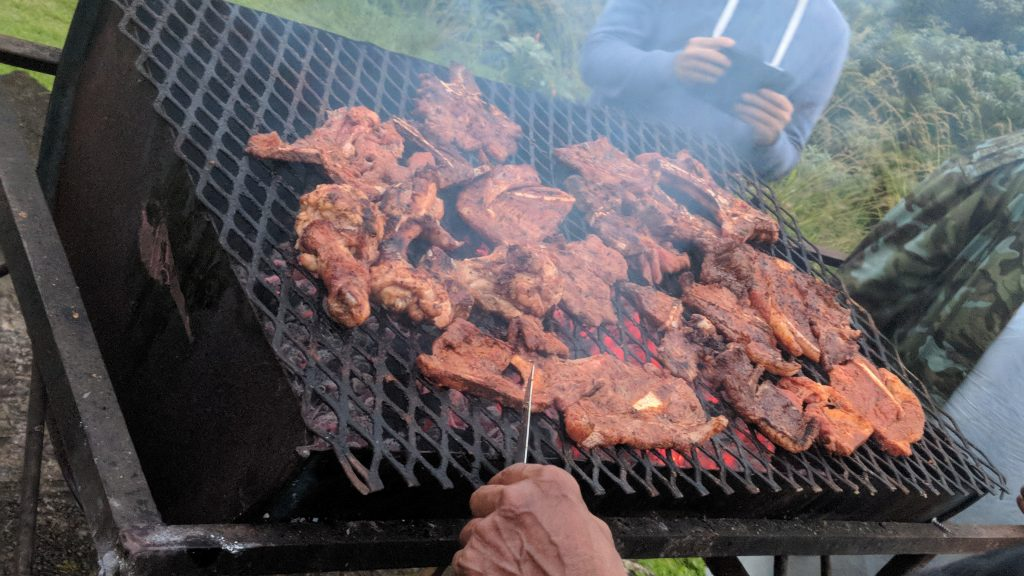野菜は焼かずに肉しか焼かない!南ア式バーベキュー「ブライ」