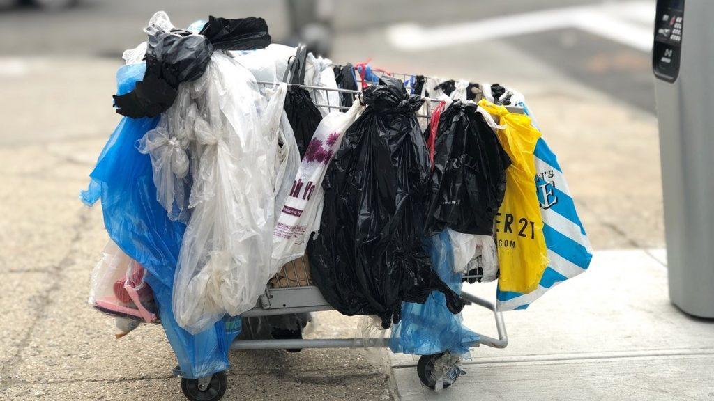 「ビニール袋は電気や水をならぶインフラの一つ」