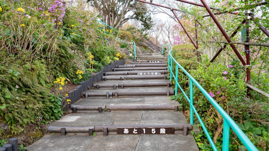 寝姿山の階段