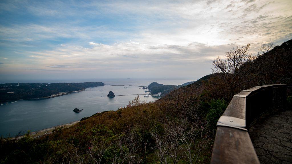 寝姿山の展望台からを眺める下田湾の絶景