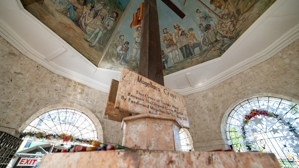 セブ島の観光名所マゼランクロスのサイン