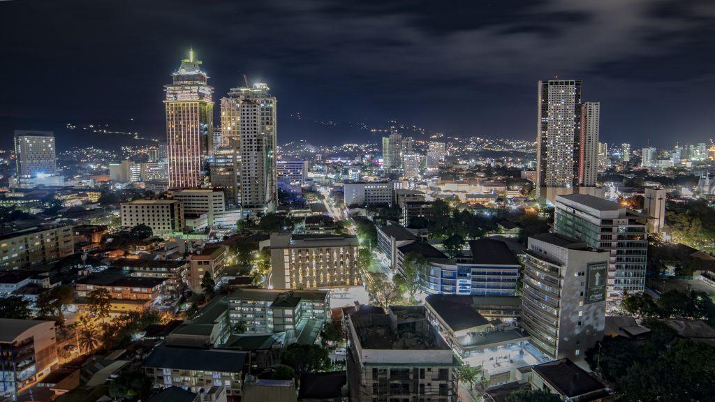 フィリピン・セブ島の街の夜景