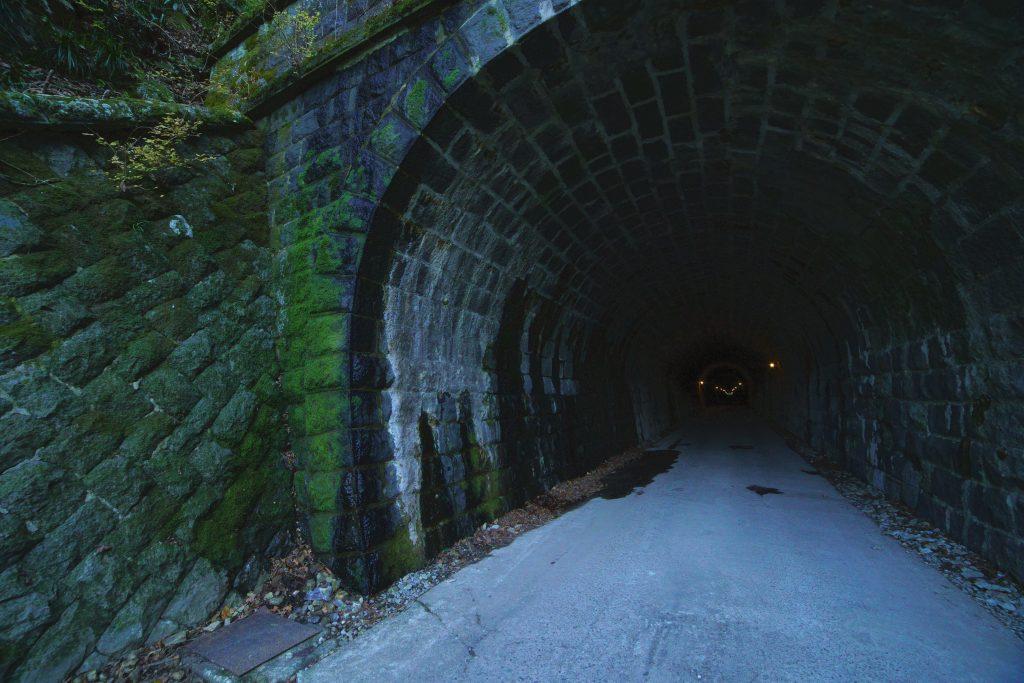 【α7III】SAMYANG単焦点広角レンズで撮影したトンネル