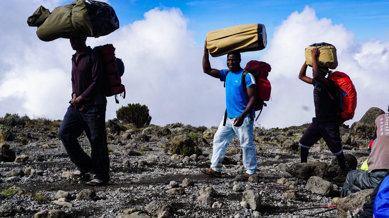 【重労働】登山に感動したけどポーターがヤバかった件【キリマンジャロ】