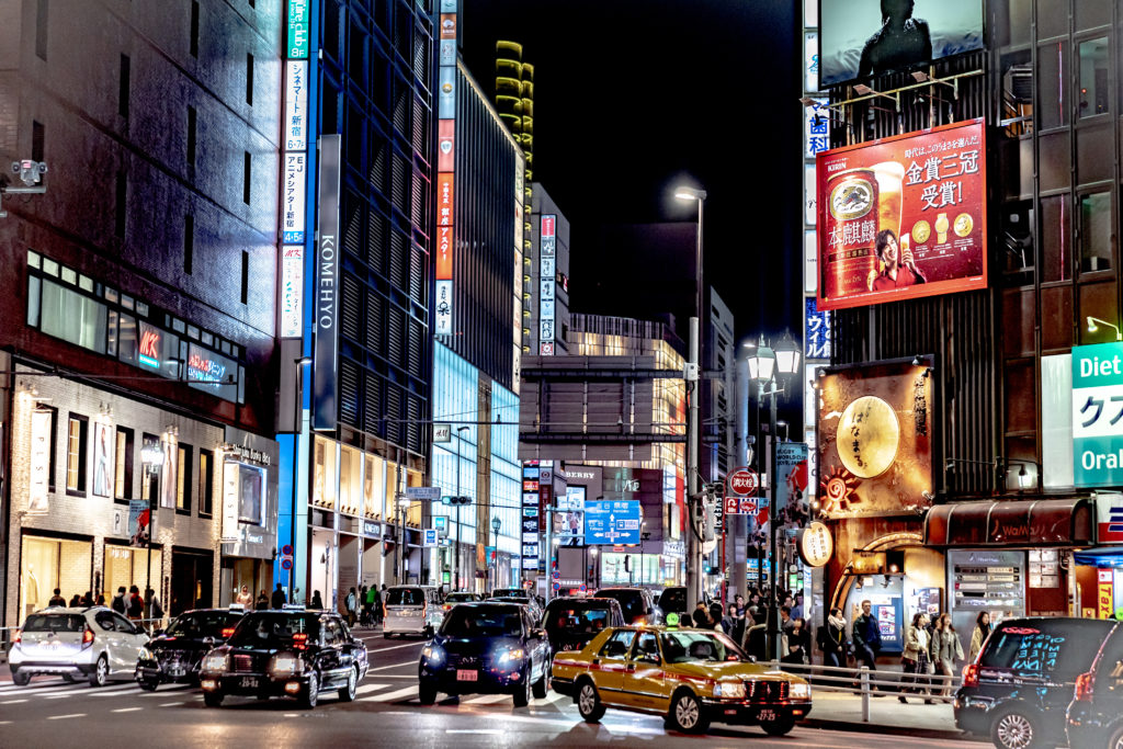 東京ポートレート撮影スポット「世界屈指のネオン街「新宿三丁目」」