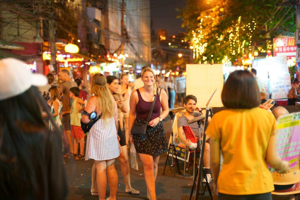 2019年バンコク・カオサンロードは欧米人旅行者が多い