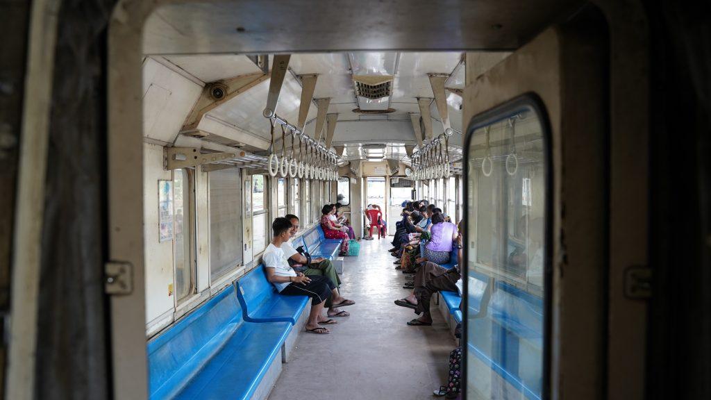 ミャンマー環状線は途中下車も可能