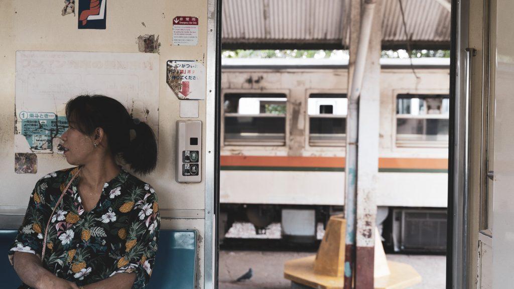 ヤンゴン環状線の車両は日本の旧車両「キハ181系」