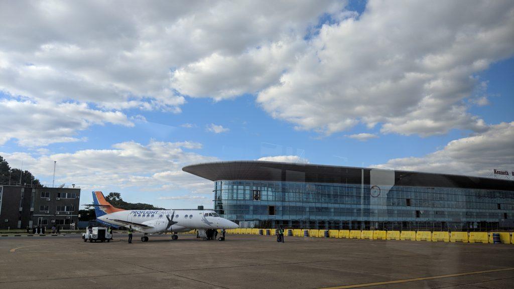 ザンビア・ルサカ国際空港内。空港内にATMがある。
