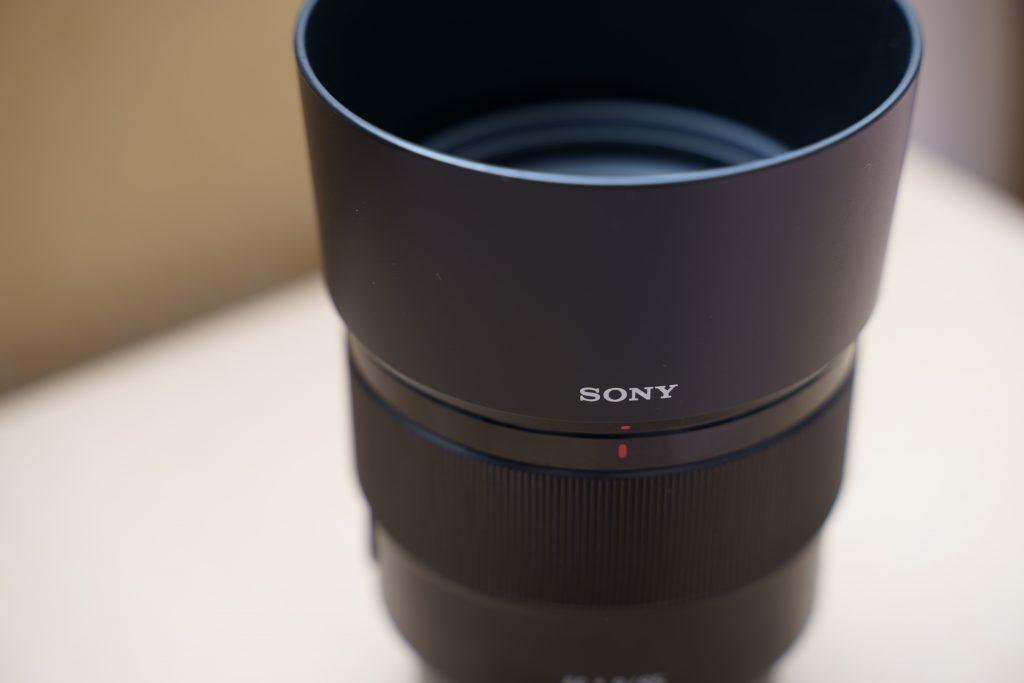 SONY単焦点レンズ「SEL85F18」の外観