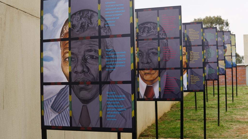 南アフリカ共和国ヨハネスブルグにあるアパルトヘイトミュージアムに観光