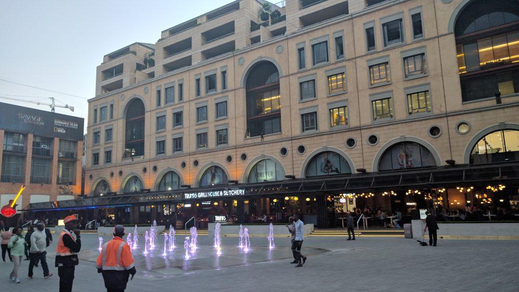 大型ショッピングモール、ネルソン・マンデラ・スクエア