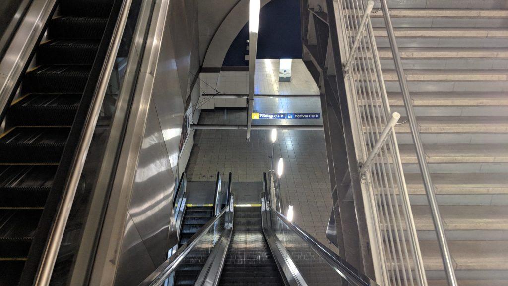 ヨハネスブルグ・サントン駅の構内