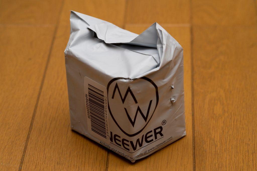 Neewer 3.5mm F1.2単焦点レンズの外装