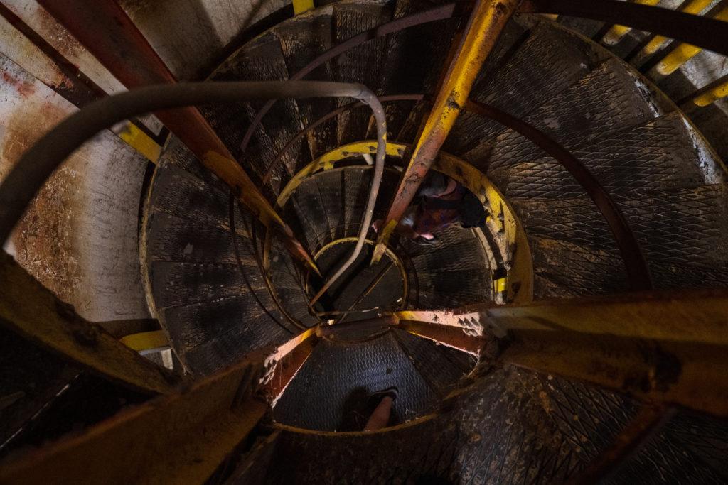 螺旋階段を抜けて頂上を目指す