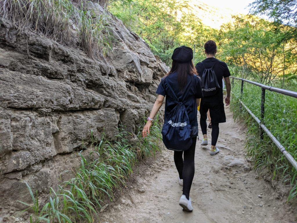 段々と険しくなるダイヤモンドヘッド登山道